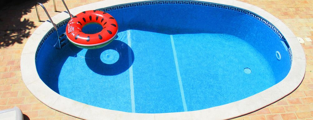 How to Calculate Gallons of Water in A Pool
